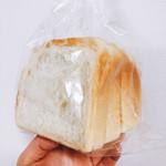 100107721 - もちもち角型食パン 半斤  180円