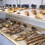 100112621 - 売られているパンたち