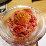 焼肉ホルモンブンゴ - 炙りユッケ 霜降り