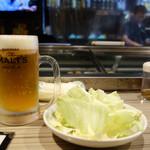 ICHI  - 生ビールと酢だれかけキャベツ。