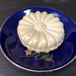 松寿軒 - お家で食べると皮は柔らかくなっています。それでも美味♡