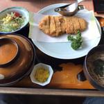 レストラン しん愛 - しそ入りみそとんかつ膳(ご飯大盛りサービス+150円で赤だしをそばに変更)