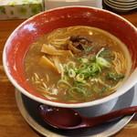 麺王 - 徳島ラーメン(630円、斜め上から)
