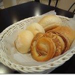 P's レストラン - ランチのパン