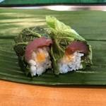 すし屋のやま八 - 高菜巻き(マグロ、いくら入り)