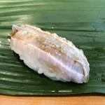 すし屋のやま八 - ヒラメ エンガワ