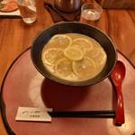 麺処むらじ - ●TVで話題「鶏白湯とレモンの美の究極コラボ。」 檸檬ラーメン880円+8%
