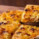 ごとカフェ - 【ごと芋ピザ】 ごと芋の自然な甘みを活かしたピザ。 ボリューム満点!