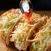 LUCKY TACOS - 料理写真:タコスを作る様子