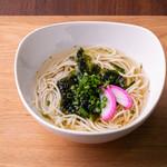 ごとカフェ - 【五島うどん】 椿油を練りこんだツルっとした麺が魅力! あご出汁でいただく、五島名物のうどんです。