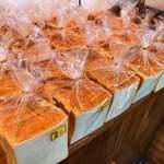 ベーカリー&カフェ キキ - 料理写真:喜喜食パン