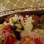 100147568 - オールがけカレー 玄米・ターメリックライス(アメリカ産) 1,425円「じんわり秋刀魚ペッパー鶏キーマにシメジのおろしカチュンバル添え」