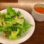 100148097 - ランチのサラダとスープ