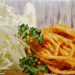とん久 - 添えスパゲッティ
