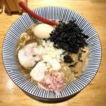 焼きあご塩らー麺 たかはし - 得製背脂醤油らー麺(1,100円)