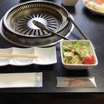 ビーフクック黒毛和牛 - 最初に野菜サラダ