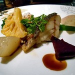 ラビスタ大雪山 - 夕食(根室産真鯛のポワレ 旬野菜のグレッグ添え バルサミコソース)