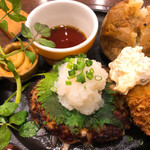 つばめグリル - 料理写真:◆プレミアム和風ハンブルグステーキと広島県産生カキのフライ 2,344円(税込み)