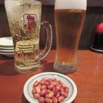 友ちゃん餃子 - ハイボール 450円、生ビール 520円