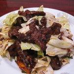 百楽門 - 料理写真:半額メニュー!牛肉とキャベツ甘みそ炒め
