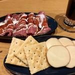 Cafe&Bar DEUR - ビールセット¥1000(税込)の¥390の料理2品 ローストビーフと、スモークチーズ