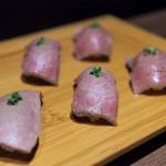 """ハヌリ - """"肉寿司:黒毛和牛サーロイン炙り寿司・黒毛和牛A4等級 赤身(シンシン)炙り寿司・北海道産牛赤身炙り寿司"""""""
