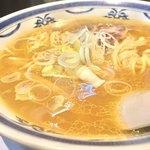 ラーメン 味鶏 - 別角度。あっさりスープ。もちろん、鳥100%