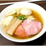 中華そば  さわ - 料理写真:特製塩中華そば 850円  色んな素材の旨味が詰まった一杯です。