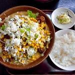 らーめん家 コトブキ - ゴマ野菜らーめん(ゴマ濃い目・肉増し・ネギ増し・コーントッピング)& ライス