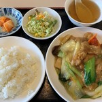 銀龍閣 - 料理写真:豚肉と野菜のうま煮900円+定食100円