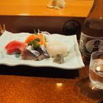 喜州寿司 - お造り盛り合わせ & 冷酒(北の勝)