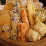 弥平 - 名物・野菜天ぷら盛り合わせ