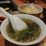 100191768 - スープ、キムチ、サラダ