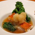 神楽坂 鉄板焼 中むら - 金目鯛のポワレ 富田林市板持地区産 海老芋の含め煮 春菊を添えて 大根おろしの蕎麦汁仕立て