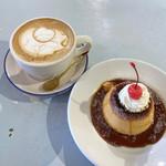カフェ ウワイト - キャラメルマキアート(520円 +税)/ 特製 カスタードプリン(500円 +税)