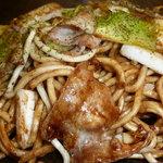 おいでや - 麵は特注太麺でしっかりとしたコシの食べ応えのあるやきそばです。