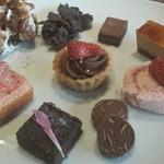 The Kitchen Salvatore Cuomo GINZA - 左上、ピンクのケーキの上、ティラミスなんだけど絶品でした。