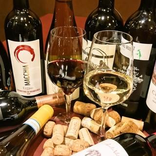 厳選ワインを常時150本ほどご用意!小皿料理と一緒に♪