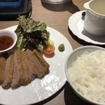 ボンまるしゃん - 牛カツ・スープ・ご飯