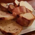 フラテッロ - 自家製パン盛り合わせ