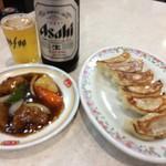 100211362 - 餃子と瓶ビール