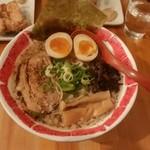 麺屋 八頭龍 - 料理写真:八頭龍(おろち)ラーメン(¥780)+味玉(¥100)