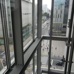 十割そば 素屋 - シースルーエレベーターで7階へ