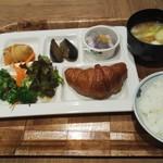 ホテルルートイン - 料理写真:朝食は和洋とも充実