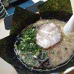 にんにくや - 料理写真:ラーメン800円