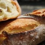 デュヌ・ラルテ - 国産小麦をブレンドした味が濃いめのバゲット