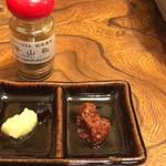 100233453 - 薬味(ニンニク、カレー味噌、辛山椒)