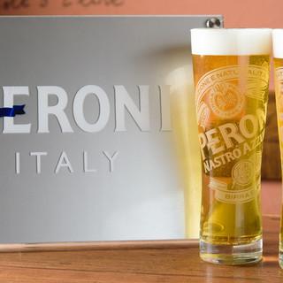 ―ピッツァと共に楽しむ―イタリア産プレミアムビールで乾杯。