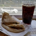 DOUTOR COFFEE - カルツォーネ チキン(390円)/Mアイスコーヒー(270円)