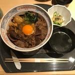 馬春楼 - 馬肉すき焼き丼(税込み1380円)